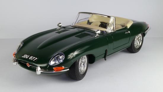 Jaguar E-Type mit Klebekennzeichen
